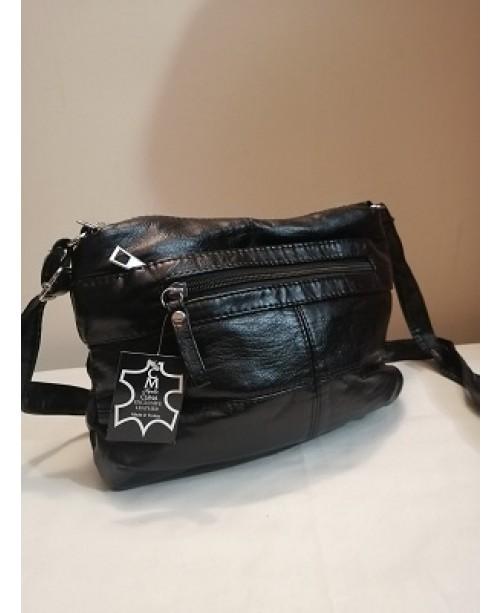 Компактна дамска черна кожена чанта