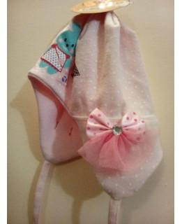 Бебешка памучна шапка с връзки